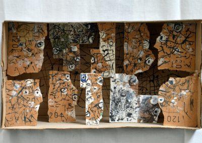 386. Pöttyös doboz 2010. 06.27. (18x32 cm9 papír