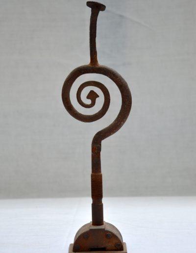 406. Cím nélküli, év nélküli (30x8x5,5 cm) vas