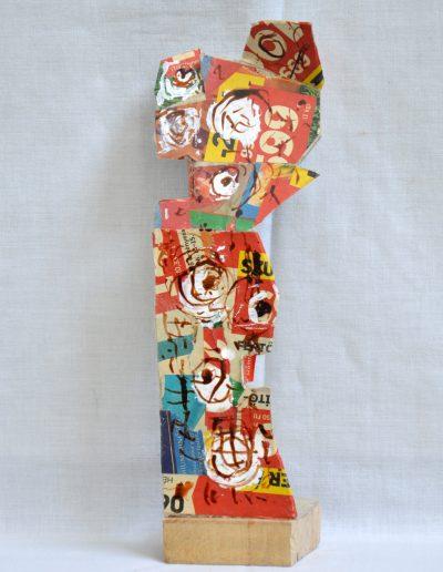 432. Piros figura 2016. (23x7x4,5 cm) papír, v.t.