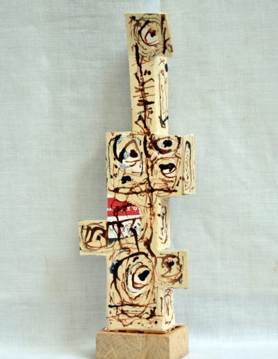 437. Fehér figura (23,5x8x4 cm) papír,v.t.